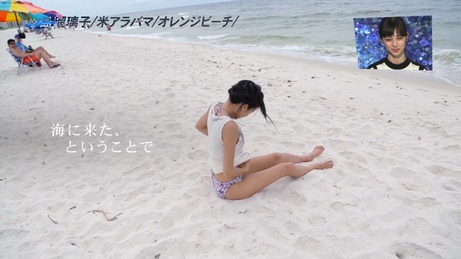 小島瑠璃子のビーチで生脱ぎがエロい