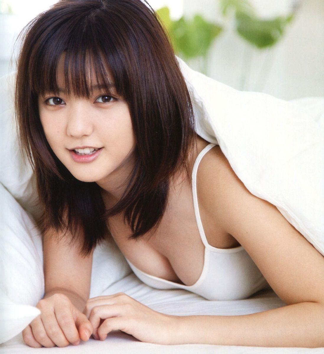 真野恵里菜ひさしぶりに乳首が見たくなった