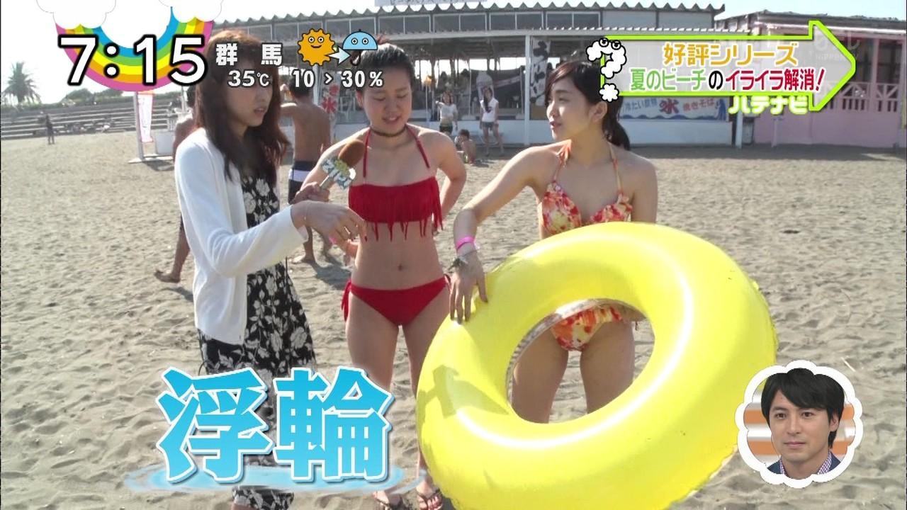 水着で浮き輪の空気を抜く女子フェチにはお宝映像だな