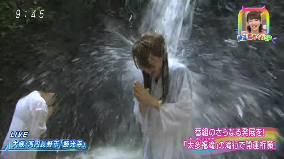 女子アナが濡れて透けてヤバいことになってる