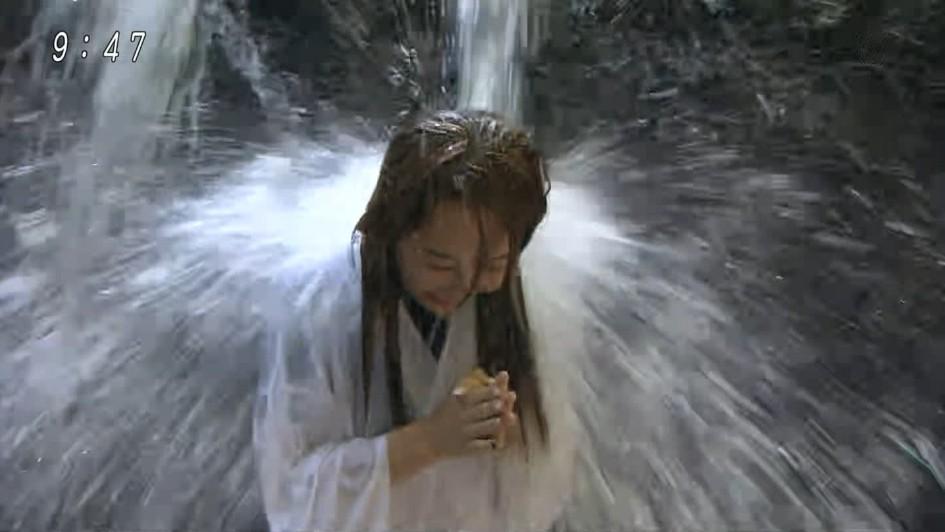 女子アナの全身が濡れて透けてヤバいことになってる
